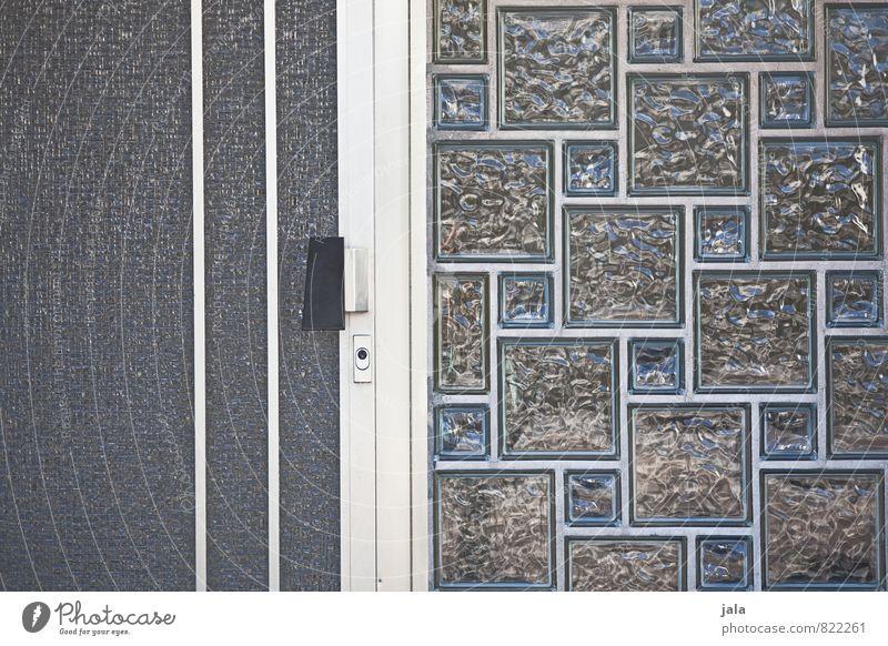 haustür Bauwerk Fenster Tür Glasbaustein trist Stadt altehrwürdig Eingang Farbfoto Außenaufnahme Menschenleer Tag