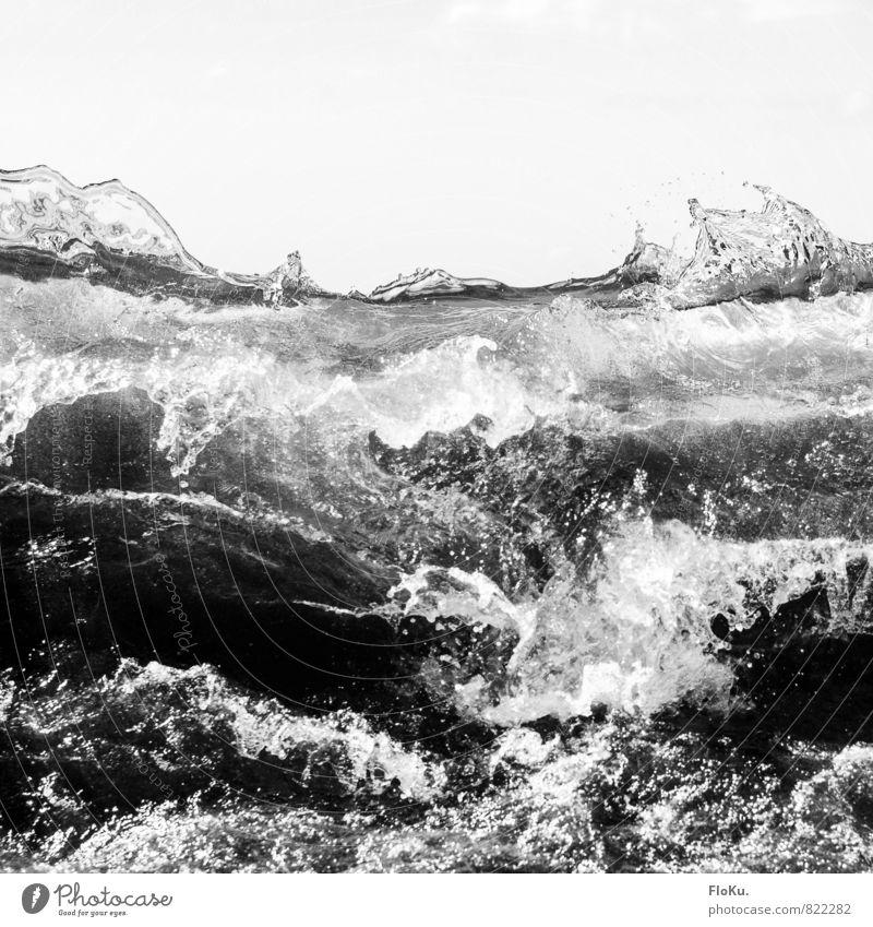 Tsunami Umwelt Urelemente Wasser Unwetter Wellen Küste Strand Meer Aggression bedrohlich wild Angst Todesangst gefährlich Flut Flutwelle Brandung Wellengang