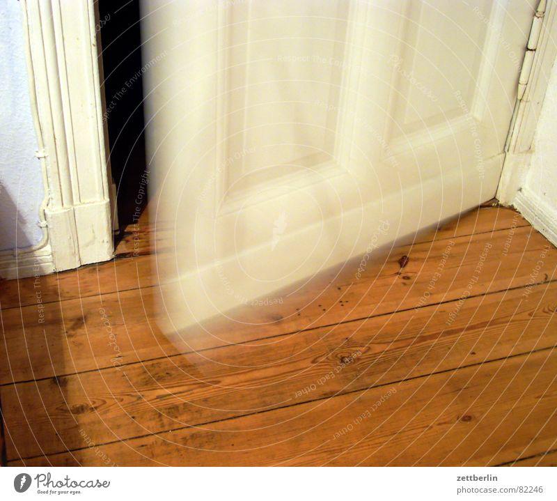 Tür oben Einfaltspinsel Eingang Ausgang Holz Wohnung Küche Flur anbiedern Durchgang geschlossen separat Wohnungsvermittlung Wohngemeinschaft Detailaufnahme