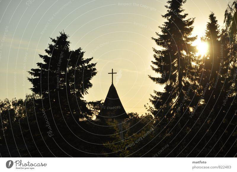 Kirche im Sonnenuntergang Natur ruhig schwarz Traurigkeit Gefühle Liebe Gebäude Stimmung träumen Zusammensein Kraft Kirche berühren Zeichen Hilfsbereitschaft Hoffnung