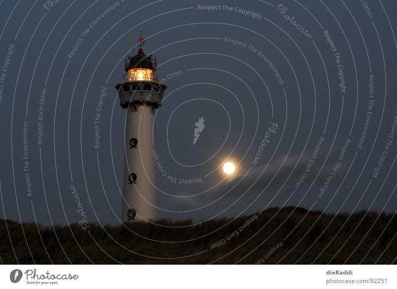 Mach die Feuer an... Leuchtturm Licht Vollmond Strand Nacht dunkel Niederlande Leuchtfeuer Küste Orientierung Navigation Sicherheit Vertrauen führen