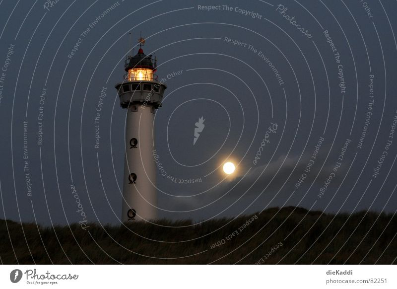 Mach die Feuer an... Strand Lampe dunkel Küste Sicherheit Vertrauen Mond führen Stranddüne Leuchtturm Nordsee Navigation Wegweiser Niederlande Orientierung Schilder & Markierungen