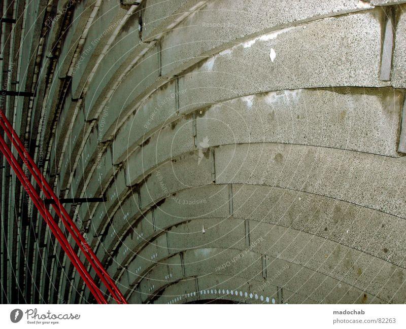 LIEBESKUMMER IST SEITWÄRTSLAUFEN rot oben grau Architektur nass Beton hoch Perspektive Trauer Sicherheit Treppe rund Niveau Klettern Dinge unten