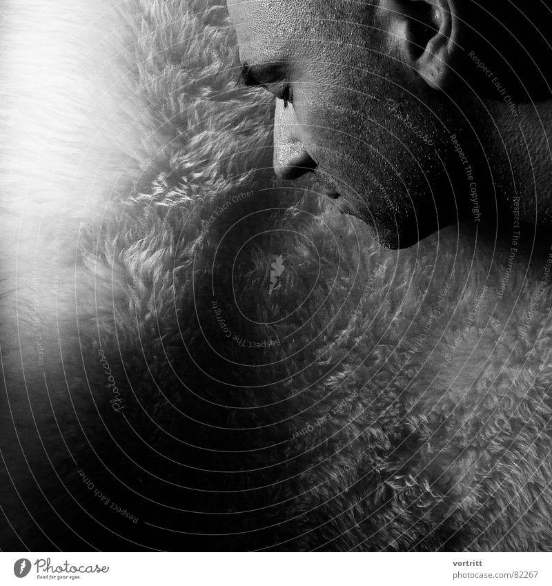 der...auf dem schafspelz Schaf Mann Porträt maskulin Herr Hauptdarsteller Perspektive Fell Mensch Junger Mann Gesicht Pelzware Rolle Schwarzweißfoto Nase