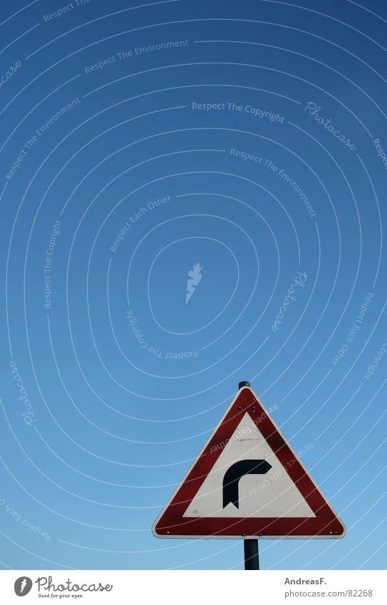 ...nächste rechts... Warnschild links rot fahren KFZ Kurve abbiegen führen gefährlich langsam Geschwindigkeit Dreieck Verkehr Verkehrsschild Straßenverkehr