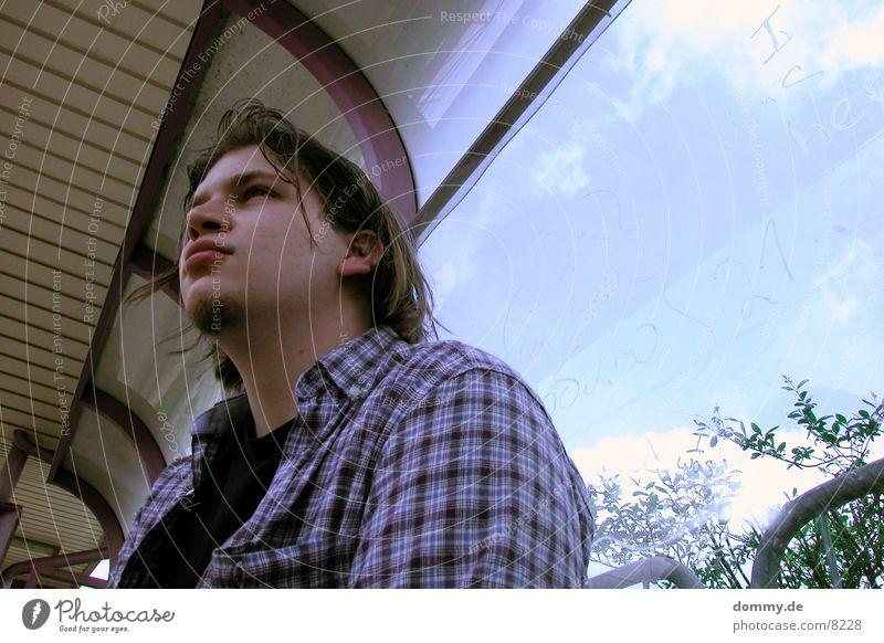 Klausi Straßenbahn Mann Wolken Straba Station warten klaus