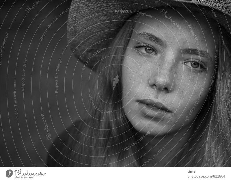 . feminin 1 Mensch 13-18 Jahre Kind Jugendliche Hut blond langhaarig träumen schön Traurigkeit Sorge Trauer Müdigkeit Heimweh Enttäuschung Einsamkeit