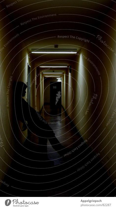 Suche: Perspektive Mensch Jugendliche Einsamkeit Haus dunkel Wand Wege & Pfade Denken träumen Lampe Arbeit & Erwerbstätigkeit Angst Raum warten Suche maskulin
