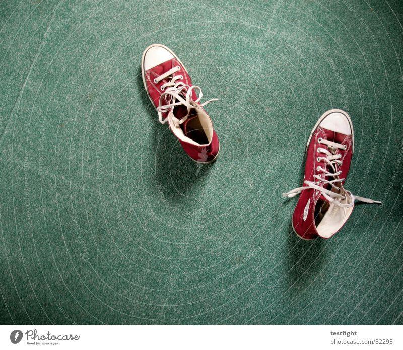 100! grün rot Teppich Streifen Schuhe Turnschuh Schuhbänder Stiefel Spielen meine chucks basektballschuhe auf dem boden der tatachen Bodenbelag Chucks