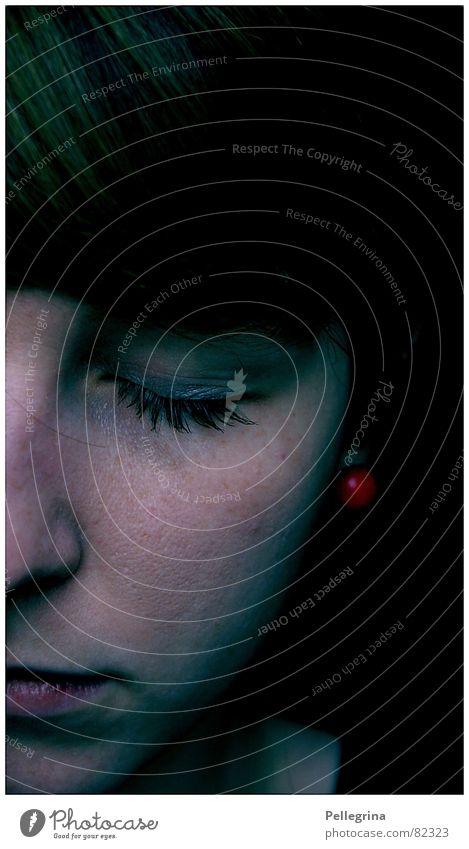 Auf einem Auge blind Frau Gesicht schwarz dunkel Gefühle Traurigkeit schlafen Trauer Verzweiflung schwer