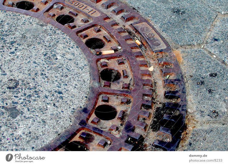 gulli trist obskur Gully Untergrund Abwasser wichtig Kanalisation