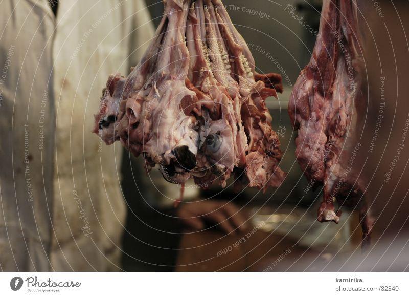was darfs sein Fleisch Ekel Metzger frisch Tier Metzgerei Dorf hässlich Gemüsemarkt unbequem Marktplatz Auge Zunge Ernährung Blut kebab Hackfleisch