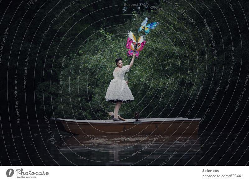 fliegen lernen Ausflug Abenteuer Ferne Freiheit Mensch feminin Frau Erwachsene 1 Umwelt Natur Pflanze Küste Seeufer Kleid Schmetterling 3 Tier träumen