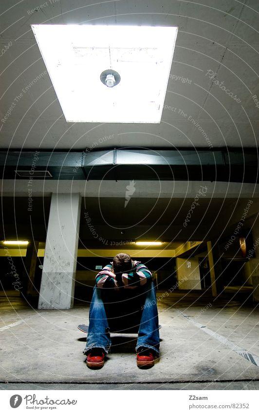 ziellos THE END Mensch Mann grün Einsamkeit Stil Beleuchtung Arme sitzen Coolness Streifen Suche Ende Skateboarding Quadrat gestreift Freak