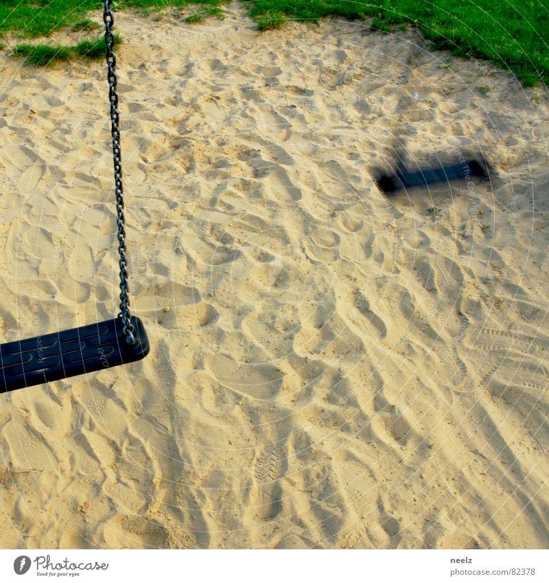 verschwunden Freude Sand Angst Rasen Spuren Kindheit verloren Panik Schaukel Spielplatz beige verlieren Diebstahl Grasnarbe toben Schaden