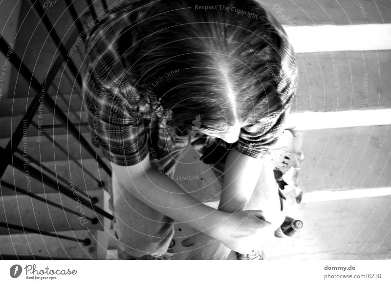 Mensch und Beton XI Mann schwarz Haare & Frisuren Treppenhaus