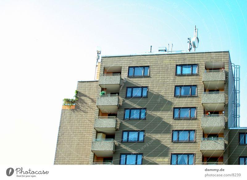 da wohnt doch der Alex Haus Hochhaus Wohnung Würzburg Ghetto Architektur Schönes Wetter Schatten heuchelhof