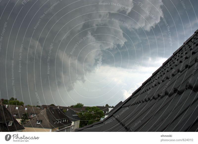 Jewitter Urelemente Luft Gewitterwolken Klima Klimawandel Wetter schlechtes Wetter Unwetter Sturm Bochum Stadt Haus Einfamilienhaus gigantisch gruselig grau