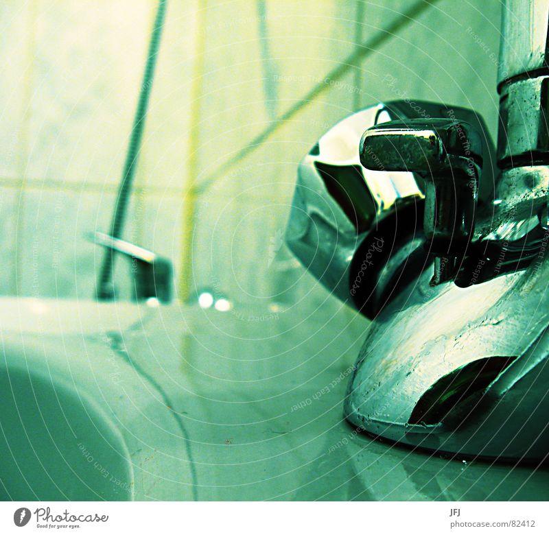 Quellwasser Wasser Metall Reinigen Bad Sauberkeit rein Dorf Gastronomie Fliesen u. Kacheln Toilette drehen Körperpflege Griff Schraube schließen