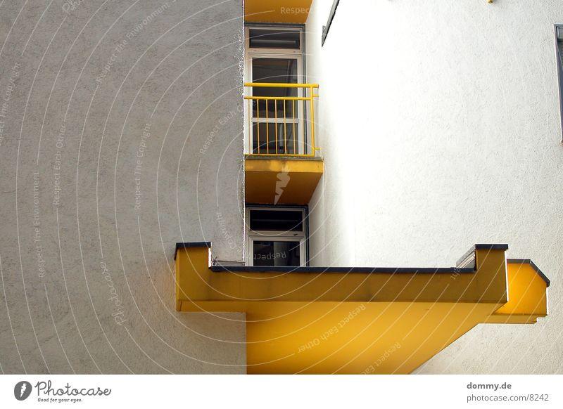 gelb Gebäude Architektur Dach Balkon Eingang grell