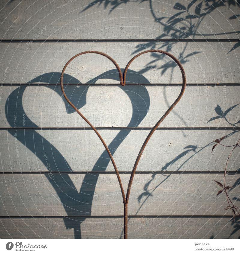 sonne im herzen Holz Metall Zeichen Ornament Schilder & Markierungen Herz Design Liebe Rost Ranke Holzwand grau Farbfoto Gedeckte Farben Außenaufnahme