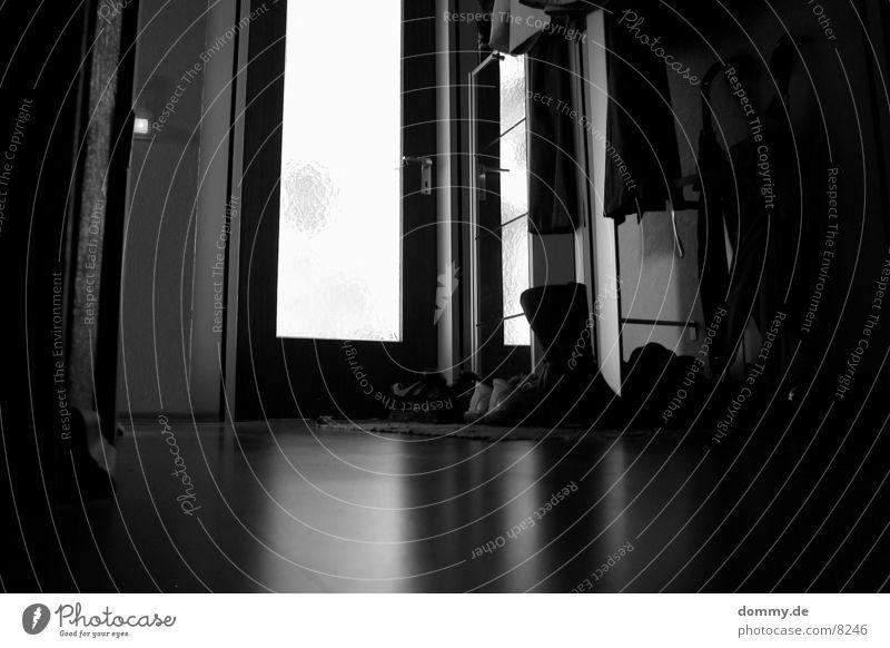 Spiegelung Langzeitbelichtung Flur schwarz Licht Reflexion & Spiegelung Schwarzweißfoto weis