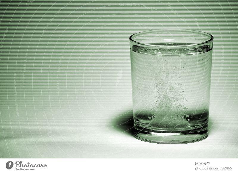 Kopfweh. Erholung Leben Gesundheit Gesundheitswesen Glas Medikament Schmerz Tablette Apotheke Kopfschmerzen Wasserglas labil Glas Medizinmann
