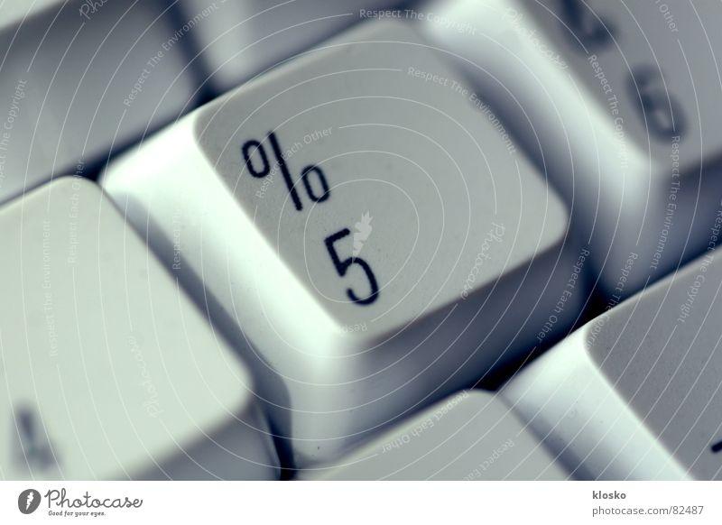 5 % Prozentzeichen Eingabe Tippen Computer Eintrag Ziffern & Zahlen Informatik Elektrisches Gerät computerisieren Schalter Computer-Nutzer Hacker Knöpfe