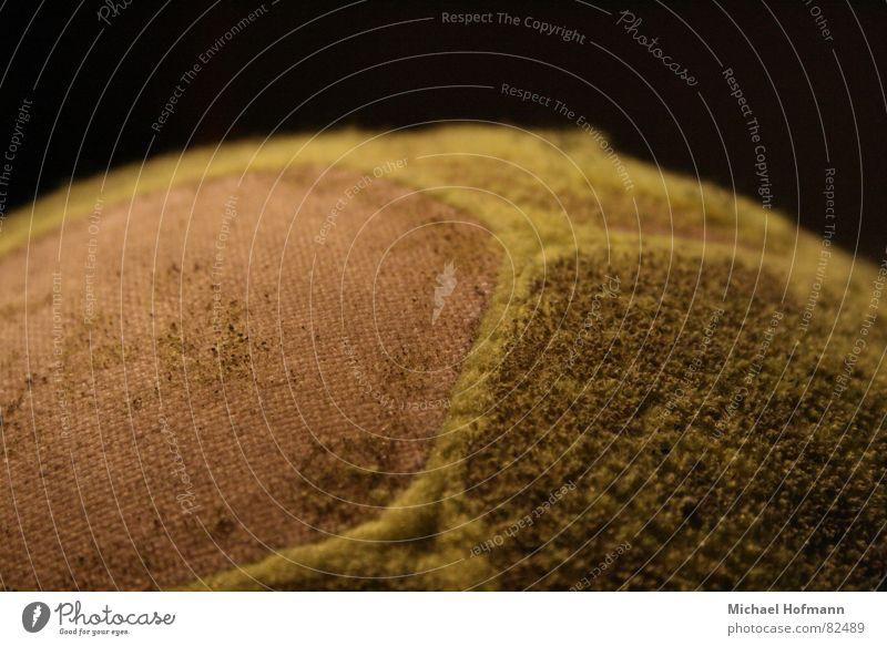 die fetten Jahre sind vorbei Sechseck Seite schwarz gelb Naht rasiert Flankenball Ball nahtstelle Makroaufnahme Farbfoto Menschenleer Vor dunklem Hintergrund