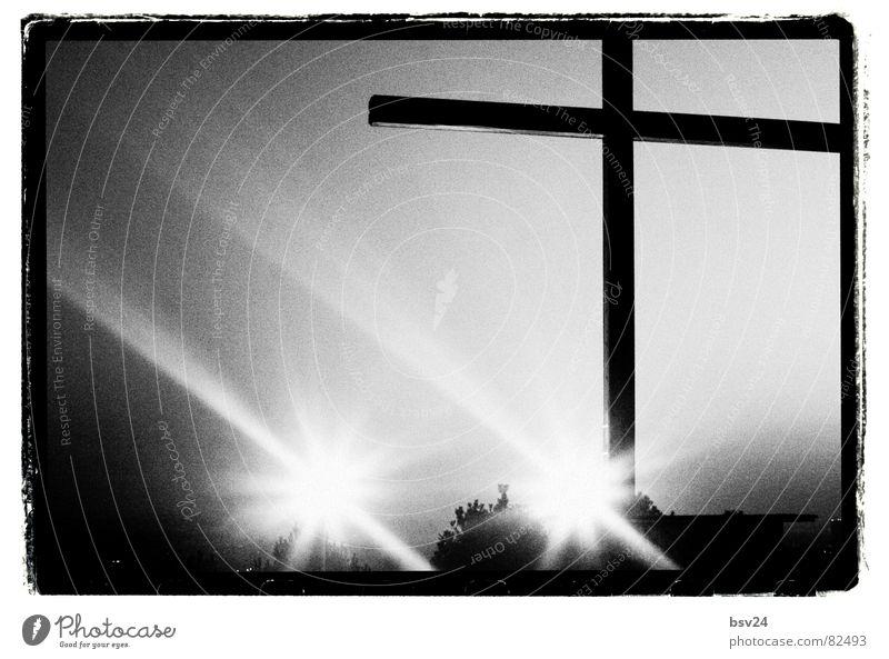 Kreuz Himmel Religion & Glaube Rücken Ritter Katholizismus Lichteinfall Himmelszelt Firmament Protestantismus Streulicht Sternenzelt