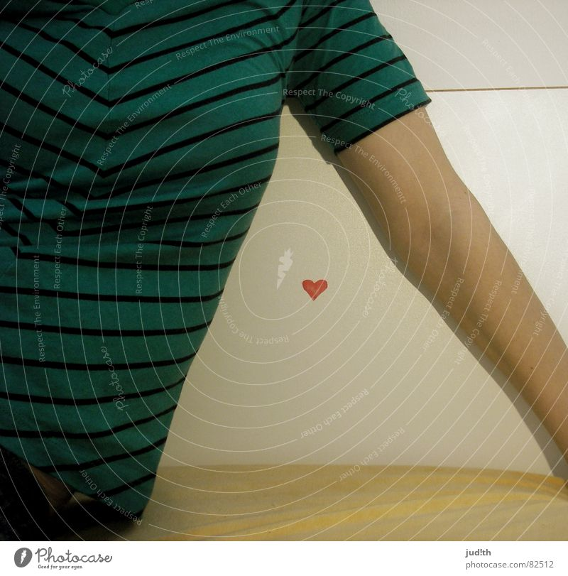 herz. grün Streifen Dreieck Bett weiß gelb Frau Liebe Schlafzimmer Herz