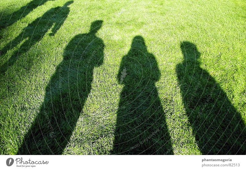 my shadows Sonne Sommer Spielen Rasen Verabredung Fußballplatz Versammlung