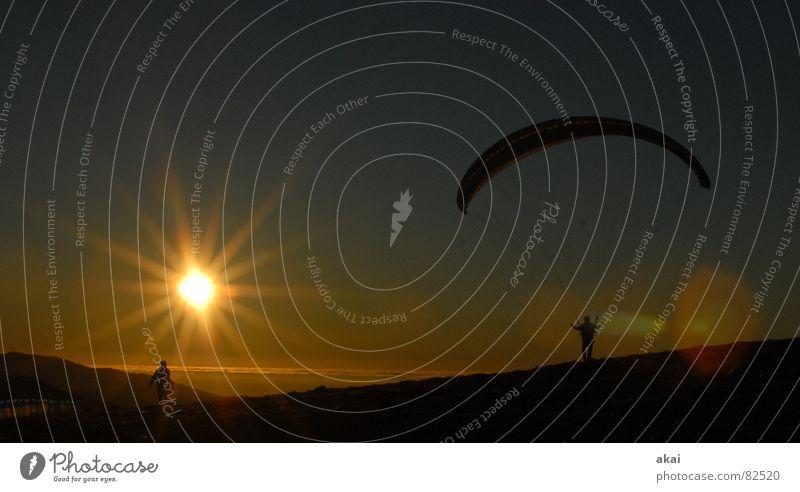 Gleitschirm im Abendrot Himmel Ferien & Urlaub & Reisen Sonne Farbe Sport Gefühle orange Beginn Luftverkehr Romantik Sonnenbad Abheben Abenddämmerung Planet