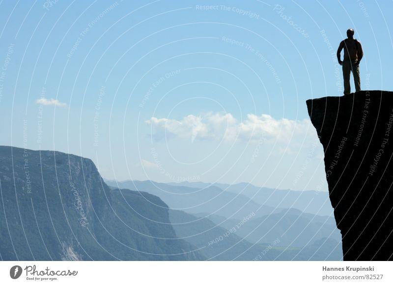 Prekestolen Natur blau Sommer Wolken Freiheit Berge u. Gebirge Regen Zeit Felsen Unendlichkeit Amerika Schönes Wetter Silhouette Norwegen fertig Berghang