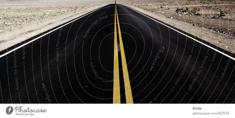 Asphalt Horizont Death Valley National Park Einsamkeit Ödland unterwegs fahren Amerika Expedition Reiseroute Straßenverkehr Landstraße Schnellstraße Fernstraße