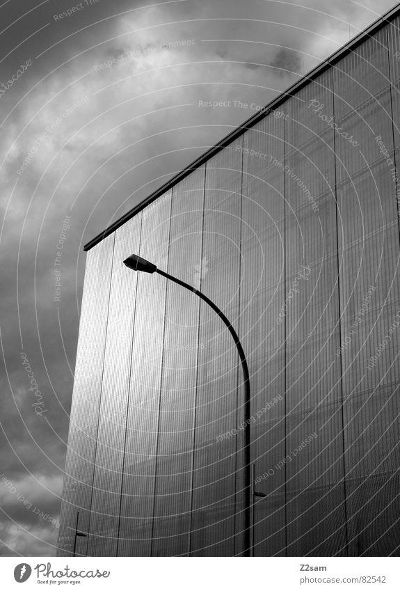 + nordwesten Himmel Haus Wolken Gebäude Metall glänzend Ecke Kommunizieren stehen Quadrat Laterne Richtung silber Geometrie harmonisch