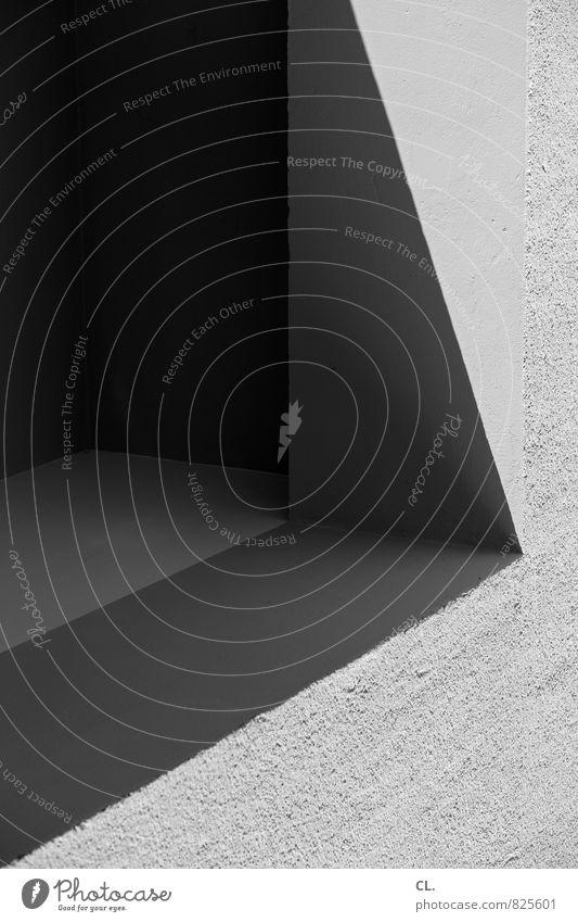 dunkle stelle Menschenleer Gebäude Architektur Mauer Wand Stein dunkel eckig trist grau ästhetisch Genauigkeit komplex Perspektive Präzision Ferne Linie Ecke
