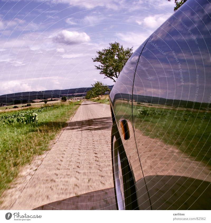Airbrush ?  II Fußweg Baum Baumreihe fahren Kotflügel Reflexion & Spiegelung Spiegelbild Horizont Wolken grün Straßenbelag Beschleunigung PKW Geschwindigkeit