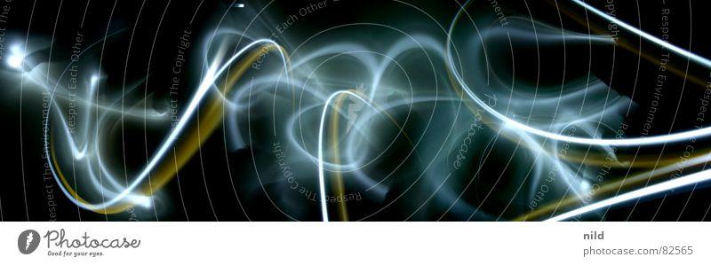 Langzeitlicht II Graffiti Linie abstrakt obskur Geister u. Gespenster mystisch Licht Lichtspiel Selbstportrait Bildbearbeitung Wandmalereien Montage Kunst Kultur