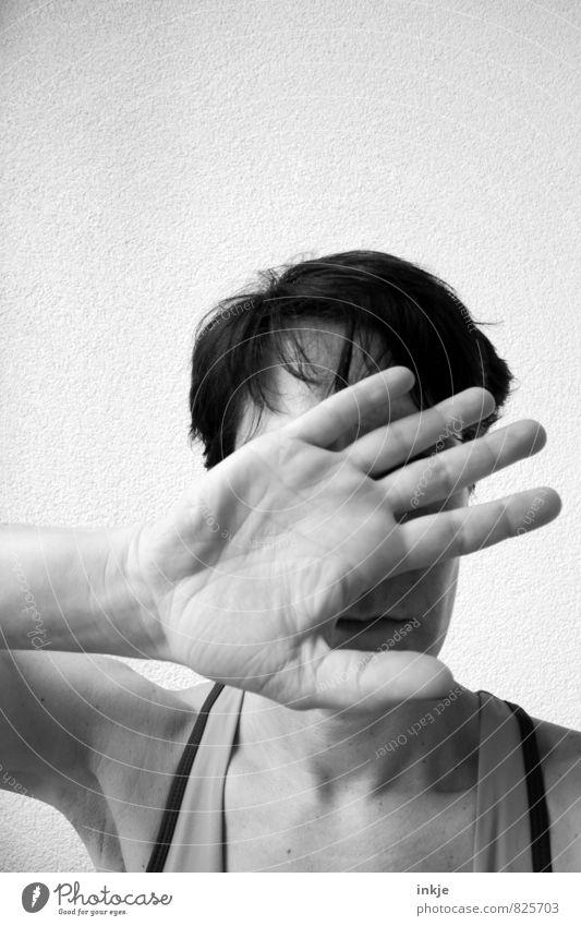 Das willst Du alles gar nicht wissen! Frau Erwachsene Leben Hand Handfläche Hände auf dem Gesicht Oberkörper 1 Mensch 30-45 Jahre nah Gefühle Toleranz