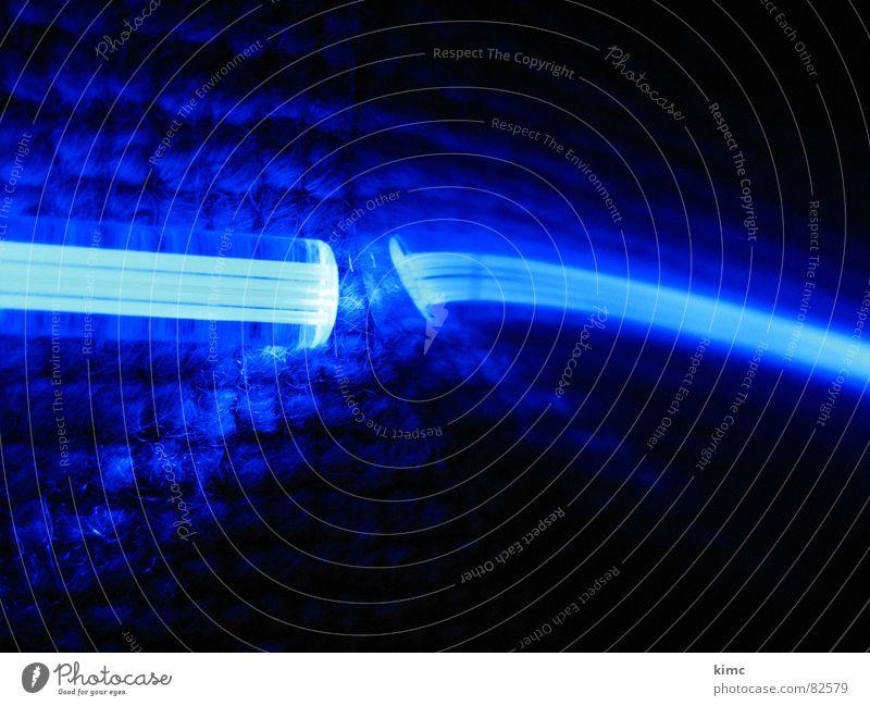 blaulicht blau Lampe dunkel Beleuchtung obskur Stab