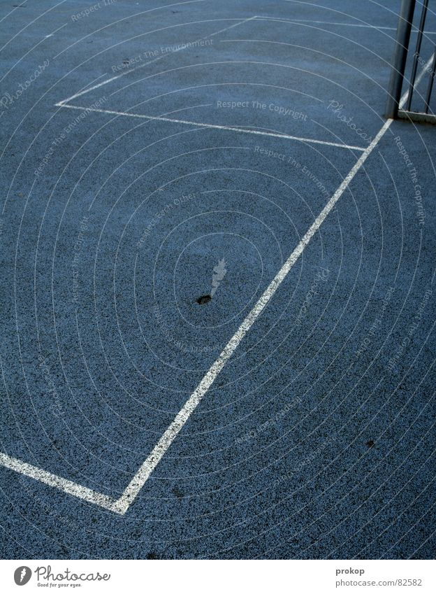 Käfig Blau - Teil II Eckstoß Strafraum Gummiboden Geometrie Pfosten grau Streifen Strukturen & Formen abstrakt Sport Mosaik diagonal Ecke eckig quer Spielfeld