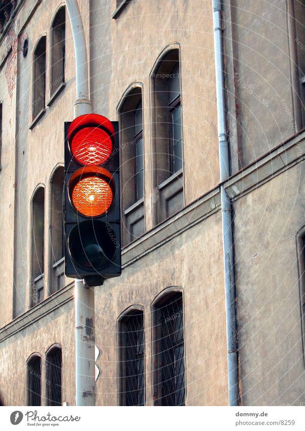 auf die Plätze, fertig, ... alt rot gelb Gebäude Dienstleistungsgewerbe Ampel Feuerwehr