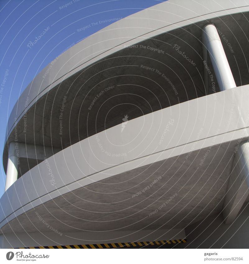 Ufo2 Parkhaus abstrakt formal Beton Rampe Spirale Autobahnauffahrt Architektur verrückt