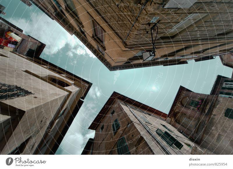 Der Himmel über Siena Ferien & Urlaub & Reisen Stadt Sommer Wolken Haus Fenster Wand Architektur Gebäude Mauer Fassade Tourismus authentisch Italien Bauwerk