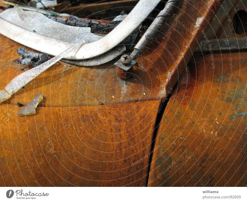 Schwedenvolvo Rost Vergänglichkeit kaputt Schrott Müll Eisen roh Blech braun Makroaufnahme Nahaufnahme PKW Brand Zerstörung Metall Glas Farbe car Ende
