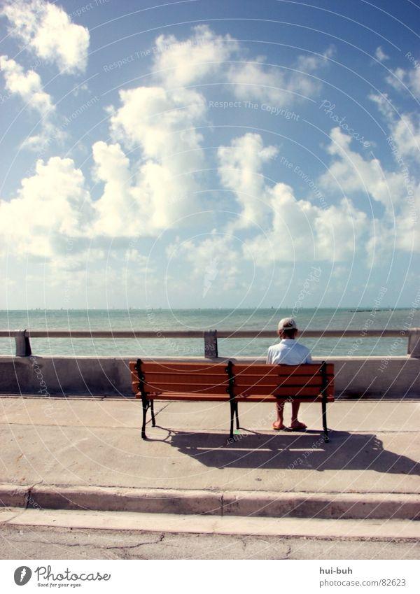 Sehnsucht nach Freiheit Himmel Natur Ferien & Urlaub & Reisen Meer Einsamkeit Straße Traurigkeit Linie Freundschaft sitzen warten groß leer Suche Brücke