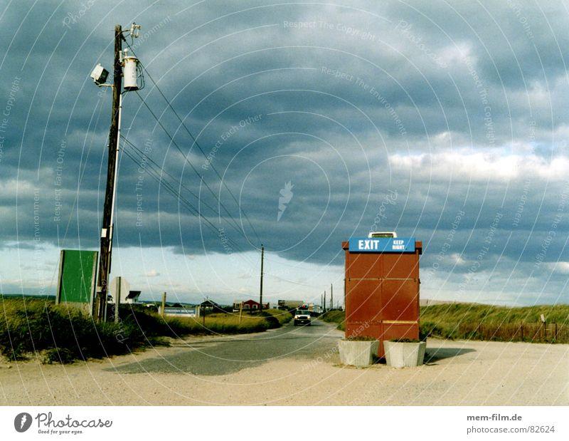 exit Strand Wolken Einsamkeit Herbst Regen Küste leer USA Sturm Gewitter Parkplatz Ausfahrt Ausweg Badestelle Abstellplatz Gewitterregen