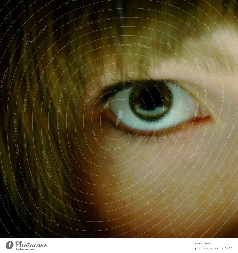 Schlüssellochblick Porträt Mädchen Frau Gesicht Aussehen Haarschnitt Auslöser Selbstportrait Gefühle Blick Haare & Frisuren Detailaufnahme Mensch schön face