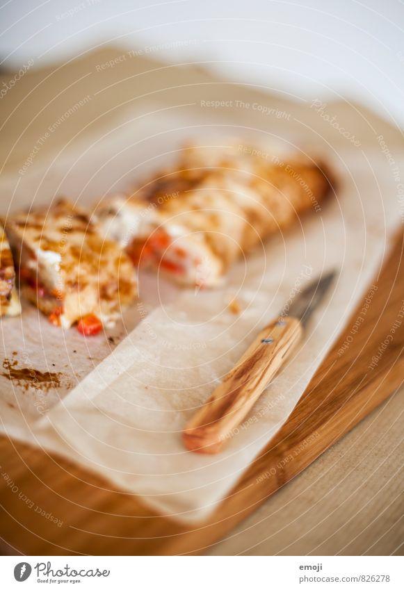 Strudel Teigwaren Backwaren Brötchen Ernährung Mittagessen Vegetarische Ernährung Fingerfood Messer lecker braun strudel Farbfoto Innenaufnahme Nahaufnahme